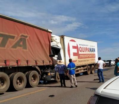 Caminhão com placas de Nova Andradina se envolve em acidente em Mato Grosso e condutor morre na hora