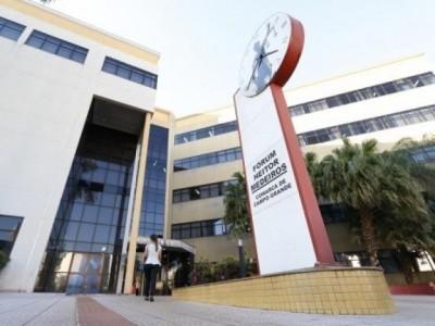 Justiça manda universidade indenizar alunos por cobrança indevida em MS