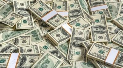 Dólar avança nesta quinta, com investidores de olho na cena externa