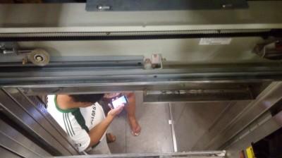 Nova Andradina – Casal fica preso em elevador e é resgatado pelo Corpo de Bombeiros