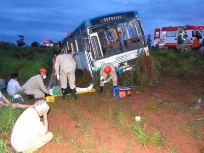 VÍDEO: Ônibus com 21 trabalhadores cai em ribanceira e deixa ao menos 8 feridos entre Batayporã e Anaurilândia