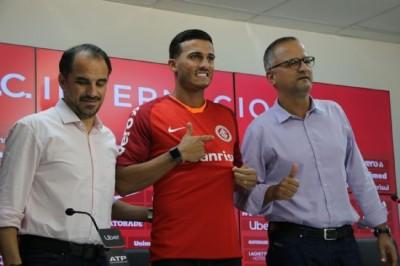 Jogador de Nova Andradina é apresentado no Internacional