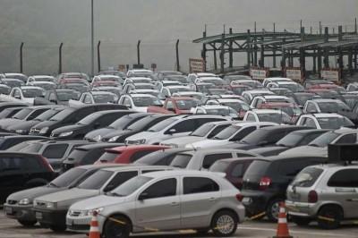 Venda de veículos leves pode ter alta de 11% neste ano, diz Fenabrave