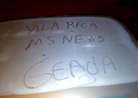 AGORA: Geada cobre carro com fina camada de gelo em Vicentina