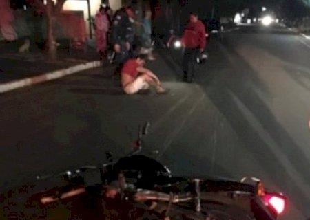 Homem fica ferido após queda de moto em Vicentina
