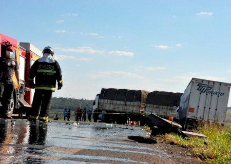Acidente entre caminhões deixa um morto entre Batayporã e Anaurilândia
