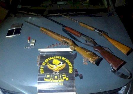 Dupla é presa pelo DOF com espingardas e 47 munições em Caarapó