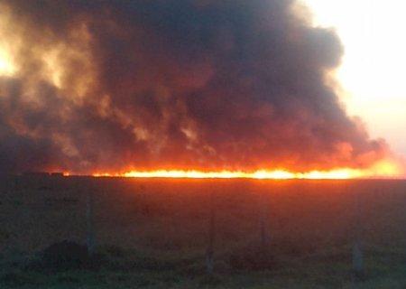 Incêndio de grandes proporções atinge 5 fazendas em Nova Alvorada do Sul