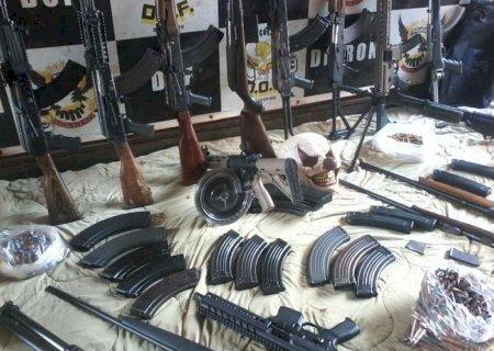 Campo-grandense é preso com arsenal de guerra e veículo blindado na fronteira