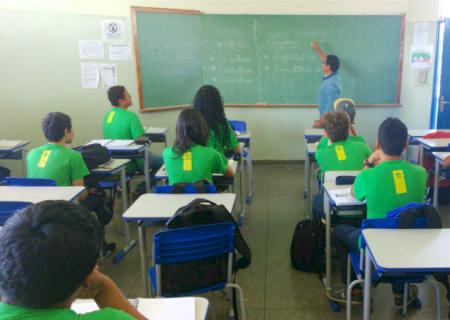 Mudança em decreto agiliza convocação de substituto para professores com atestado