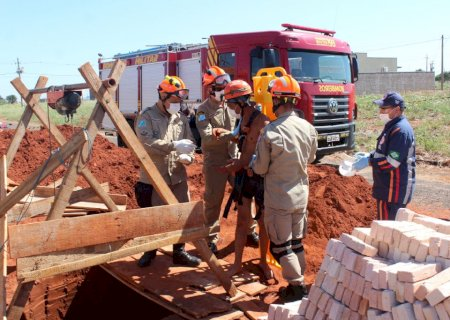 Em Nova Andradina, trabalhador cai em fossa de 9 metros e é resgatado pelos Bombeiros