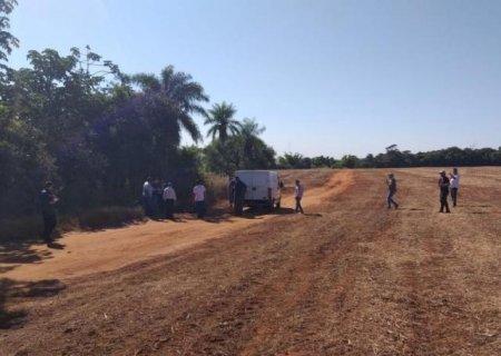 Moradores encontram corpo queimado em ponto de desova na fronteira