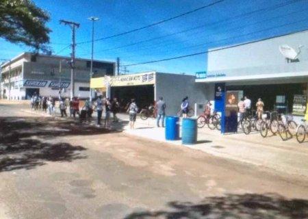 Comerciante flagra fila \'grande\' em lotérica e faz desabafo em Caarapó