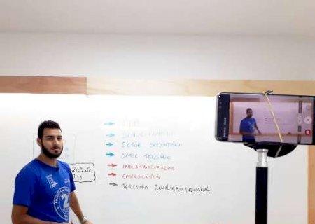 \'Blogueirinhos\', professores se reinventam para dar aulas on-line