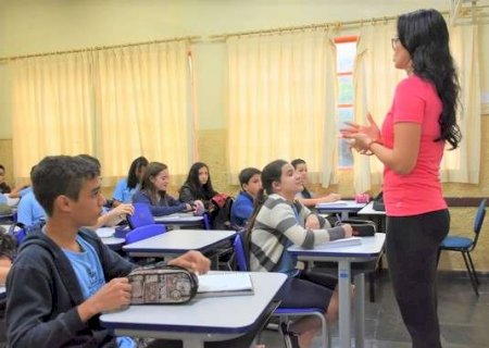 """Pais temem por notas em bimestre de """"desorganização"""" com atividades em casa"""