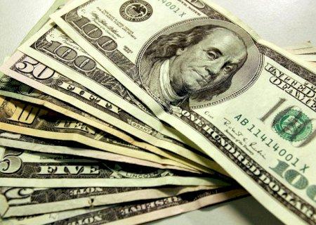 Dólar cai com otimismo no exterior e fecha no menor nível desde o dia 5