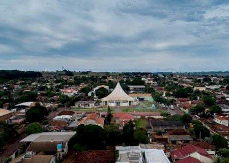 Vicentina: Município restringe comércio, mas população vai às compras na cidade vizinha