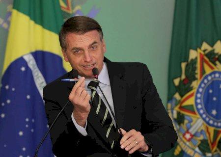 Bolsonaro sanciona lei de ajuda aos Estados e veta aumento para servidores até 2021