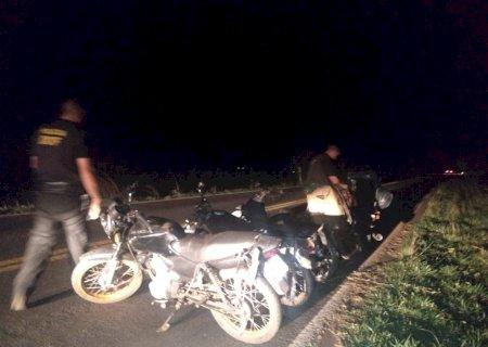 Traficantes fogem e abandonam quatro motos carregadas de maconha na fronteira
