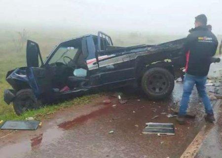 Em meio à neblina, carreta e 3 carros se envolvem em acidente na fronteira