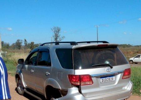Bandidos roubaram SW4 blindada e atiraram contra PM antes de abandonarem veículo