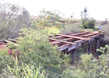 Prefeitura deu início a reforma de mais uma ponte na Zona Rural em Jateí