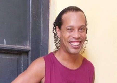 Paraguai não acha provas contra Ronaldinho e ex-jogador pode sair livre do país