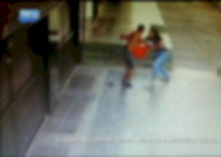 Mulher reage a assalto, agride bandidos com chutes, mas fica sem celular em MS