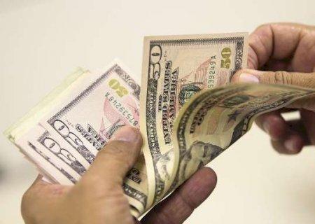 Dólar tem terceiro dia seguido de alta com exterior negativo e vai a R$ 5,62