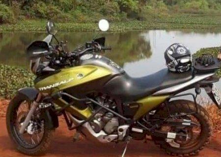 Criminosos ameaçam vítimas e levam moto em assalto em Dourados