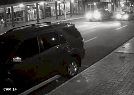 Motorista atropela ciclista na contramão e foge sem prestar socorro