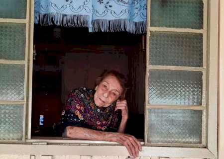 """Menina dos olhos de Delinha, velha casinha ganhou """"cara nova"""""""