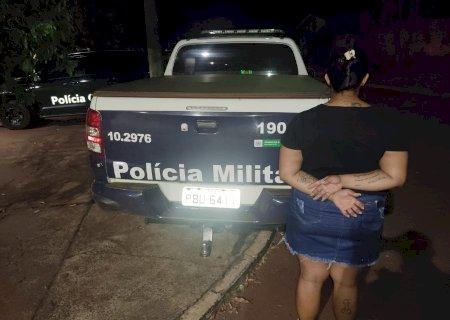 Força tática realiza prisão de uma mulher por tráfico de drogas em Fátima do Sul