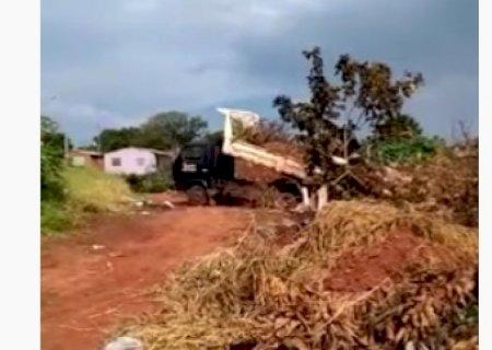 Em Deodápolis, Prefeito diz que acabou com lixão, mas moradora desmente em vídeo no Jardim América