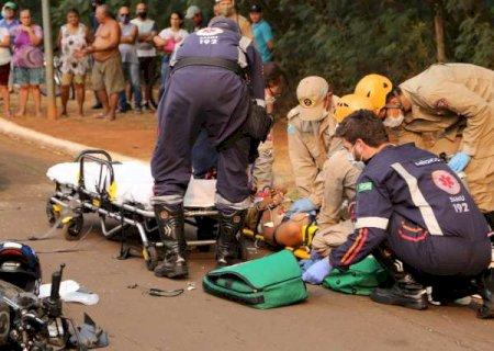 Motociclista é reanimado por 40 minutos após acidente grave