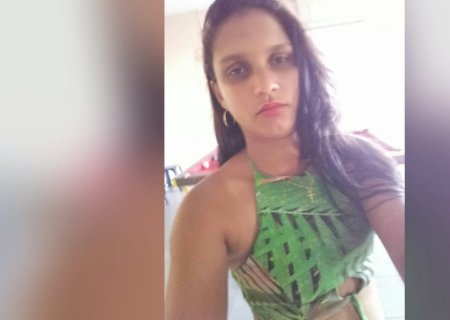 Sentimento de injustiça e pedidos de conforto tomam conta de homenagens à jovem morta pelo ex