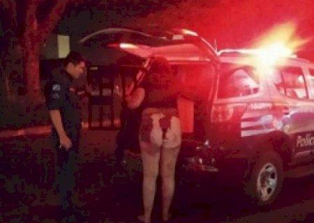 Durante briga com mulher, homem fica ferido a facadas em frente de hotel em Dourados
