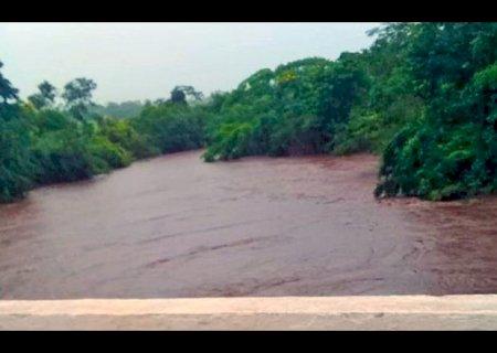 Rio Miranda ultrapassa nível de emergência e deixa região em alerta para inundações