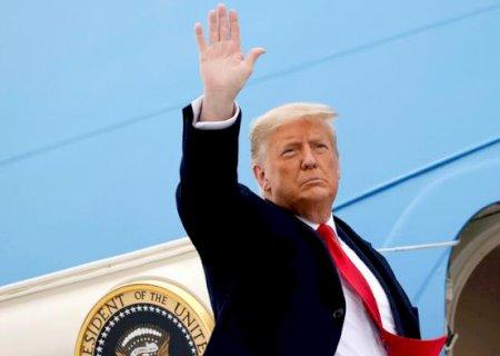 'Voltaremos de alguma forma', diz Donald Trump, ao deixar a Casa Branca