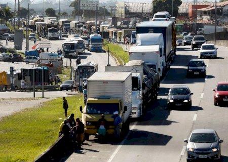 Greve dos caminhoneiros foi confirmada pelos sindicatos e começa nesta segunda