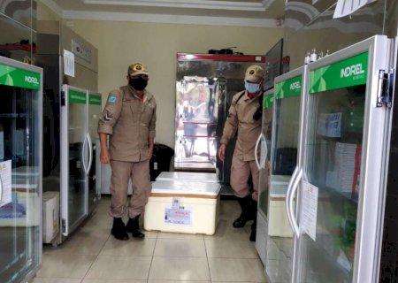 Dourados começa vacinação contra Covid-19 entre profissionais de saúde na Vila Índio