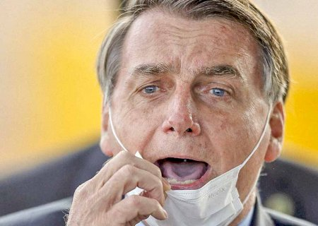 Bolsonaro critica bloqueio do Facebook e diz que o 'certo seria tirar jornais de circulação'