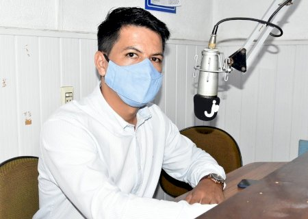 Júlio Buguelo concede entrevista no rádio e fala de projetos e vários assuntos de interesse da população