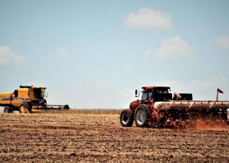 Atraso na colheita da soja beira 20% e no plantio do milho supera 14%