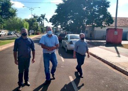 Adquirida com verba de sua emenda, deputado Eduardo Rocha participa da entrega de Van para Jateí