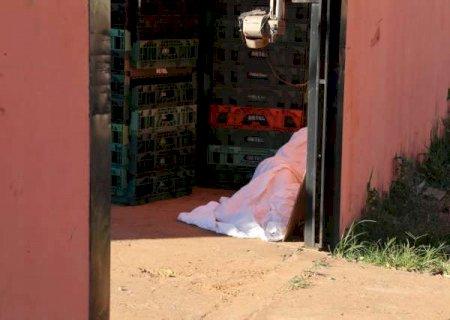 Mulher tenta se defender de agressões e mata rapaz a facadas na capital