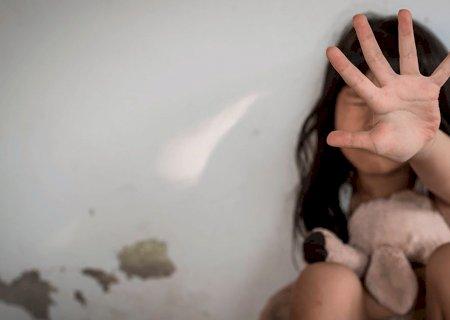Pai comete estupro e diz que filha precisa saber \'como é ter um homem\'