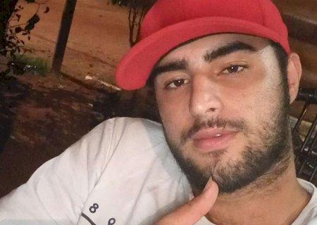 Jovem sai para comprar narguilé e morre após colidir moto contra poste