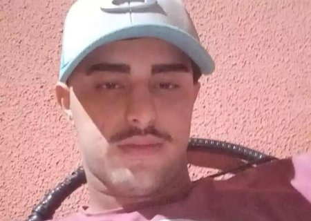 Família suspeita que jovem era perseguido antes de bater moto e morrer