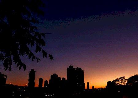 Temperaturas amenas e céu aberto predominam nesta segunda-feira